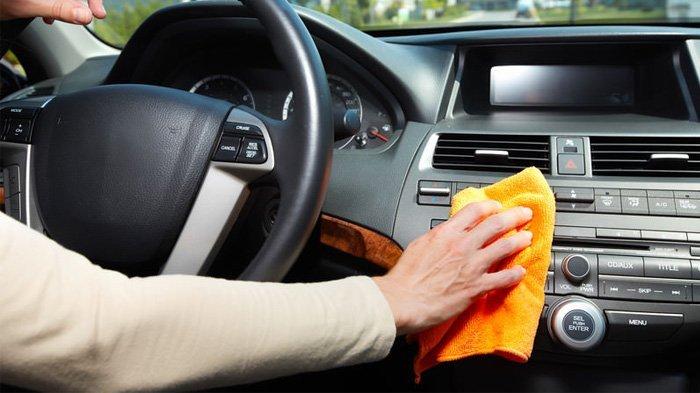 Ilustrasi Menjaga Kebersihan Interior Mobil
