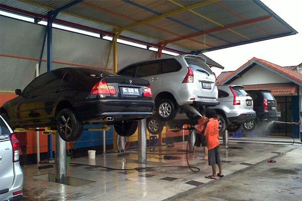 Cuci Mobil Hidrolik, sumber : Asuransi Mobil Garda Oto